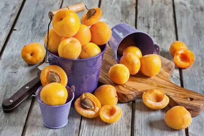 Как едят абрикосы