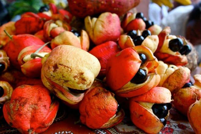 Сорванные плоды фрукта аки