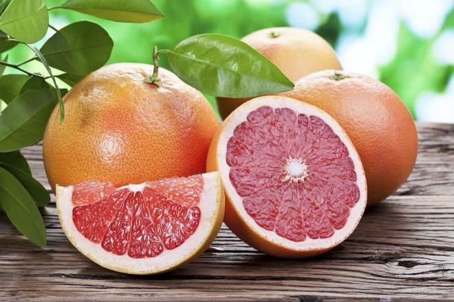 Спелые плоды грейпфрута