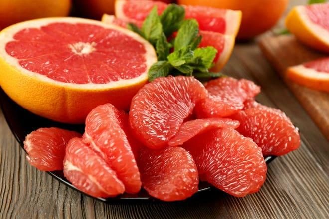 Подача грейпфрута к столу
