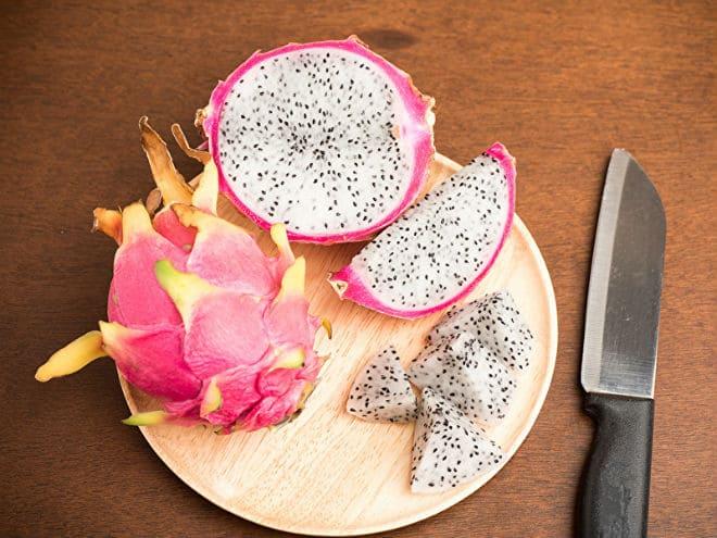 Как резать фрукт питайя?