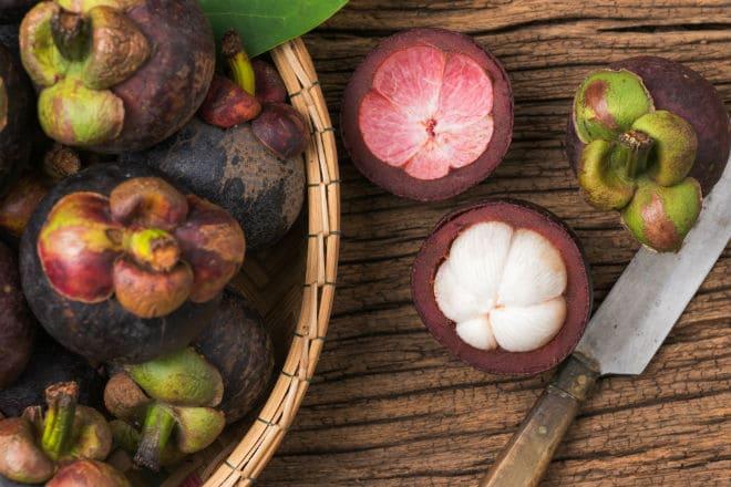 Как чистить мангустин?
