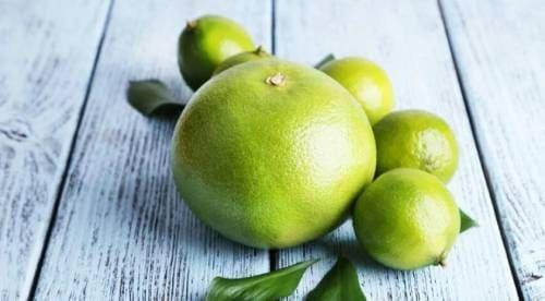 Плоды свити на столе